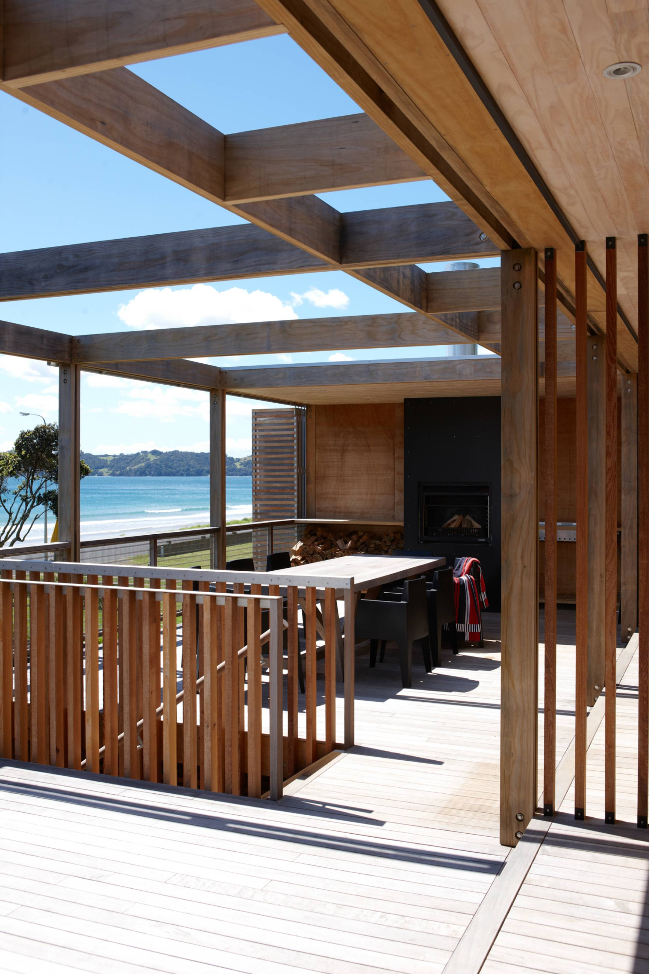 Onetangi Bach by Herbst Architects